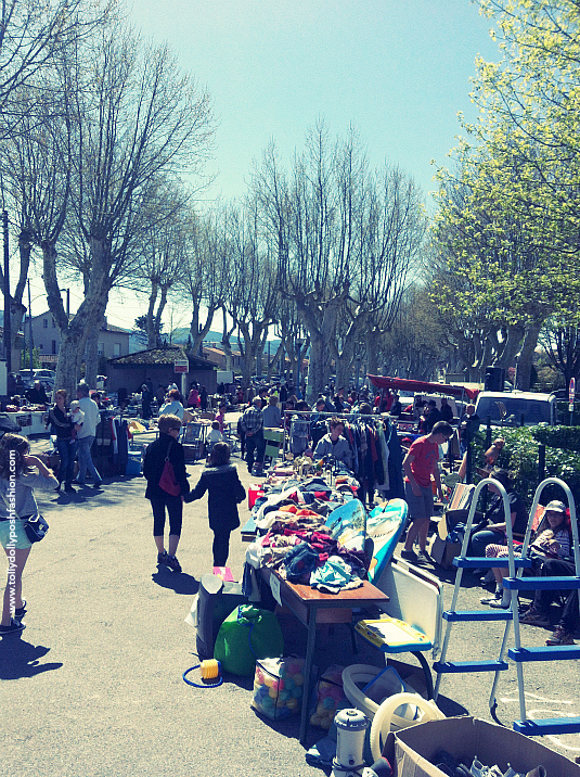 how to shop at jumble sales, charity shops, vide greniers garage sales